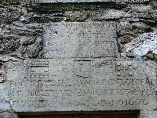 Inscription au fronton de la Chapelle <i>Santiagui&ntilde;o</i>